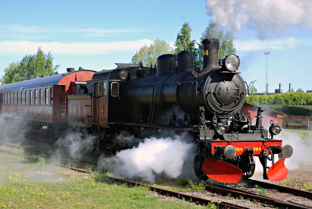 Mikael Dunker,  © Sveriges Järnvägsmuseum, Ibland kör museet ånglok vid olika evenemang. Den 23 maj firar vi 100 år som museum och då finns många ånglok på området.