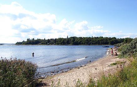 Badplatsen vid Kalkudden bredvid Limöbåtens angöringsplats
