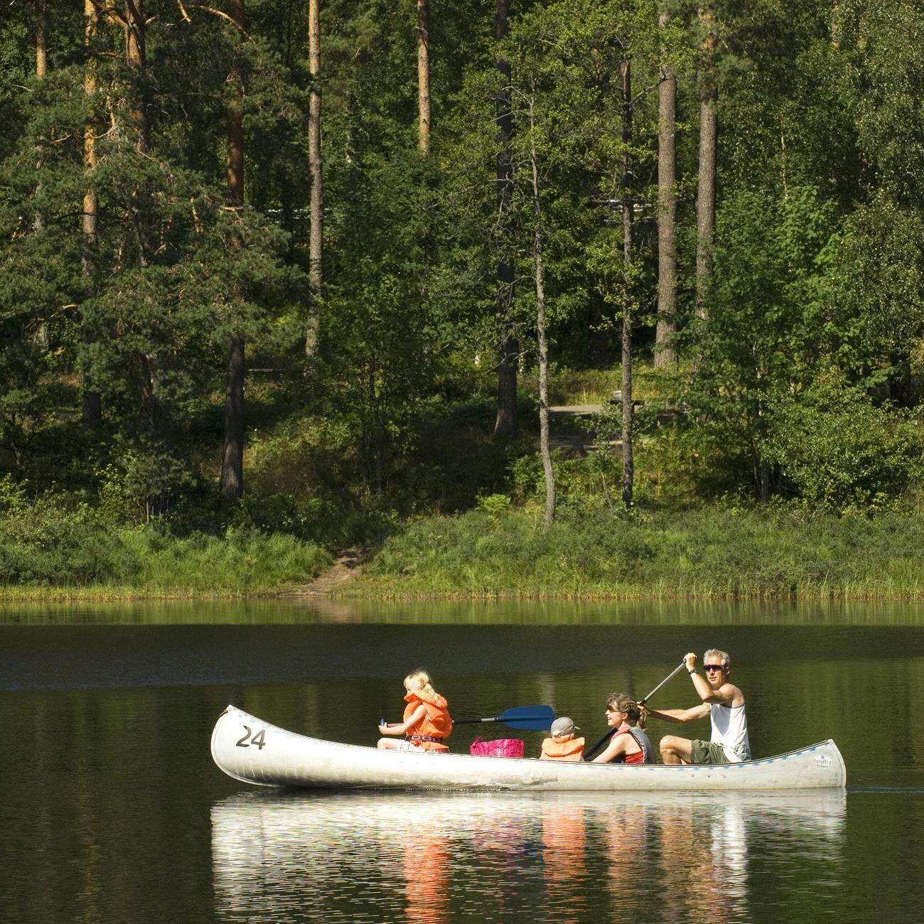 Foto: Smålandsbilder.se,  © Värnamo Näringsliv AB , Paddla kanot i Värnamo Kommun
