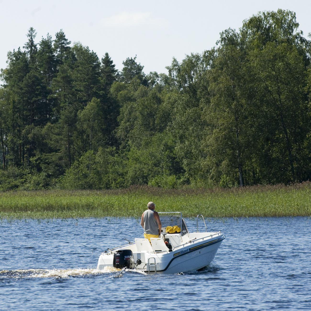 Foto: Smålandsbilder.se,  © Värnamo Näringsliv AB , Fiske i sjön Hindsen