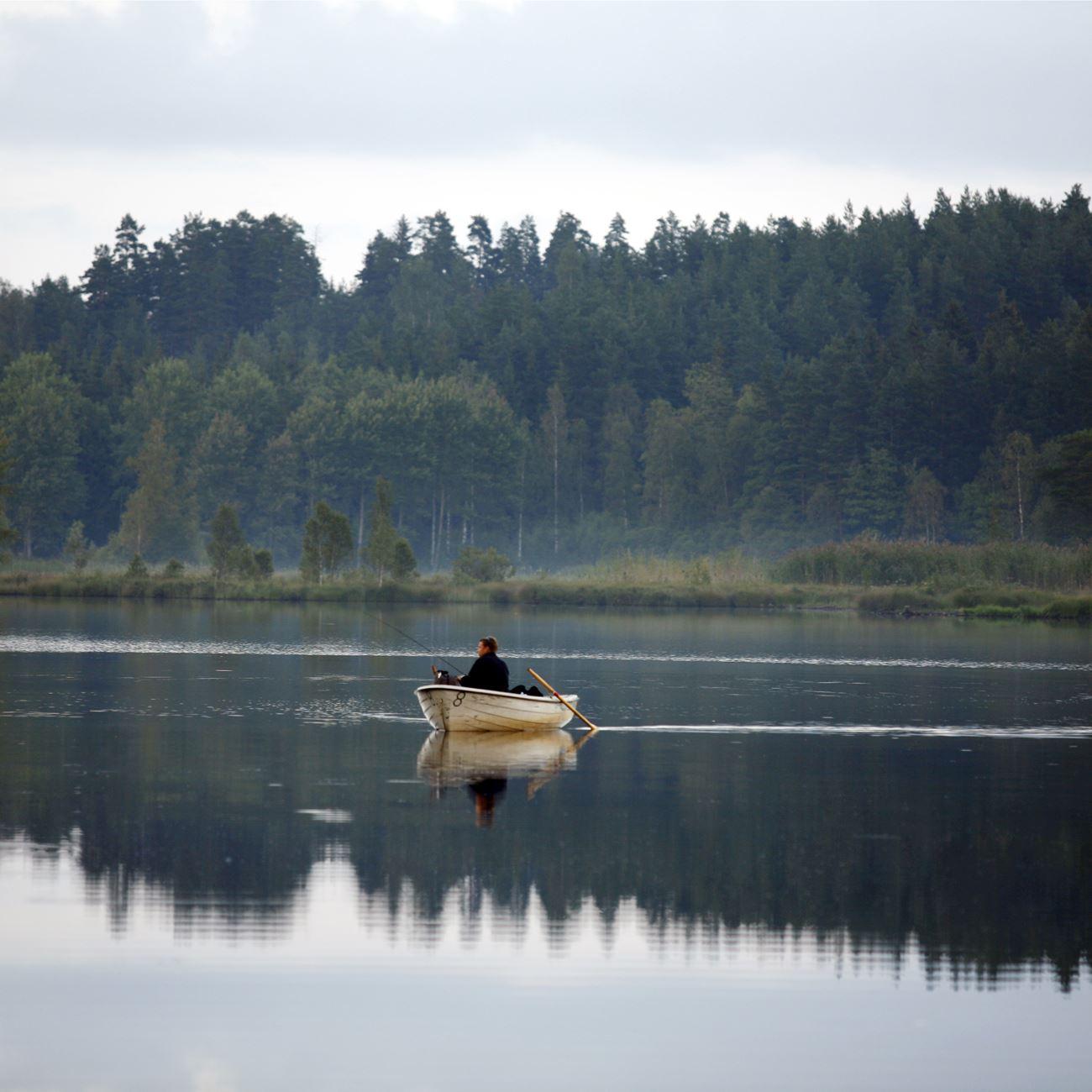 Foto: Smålandsbilder.se,  © Värnamo Näringsliv AB , Fiske i sjön Furen
