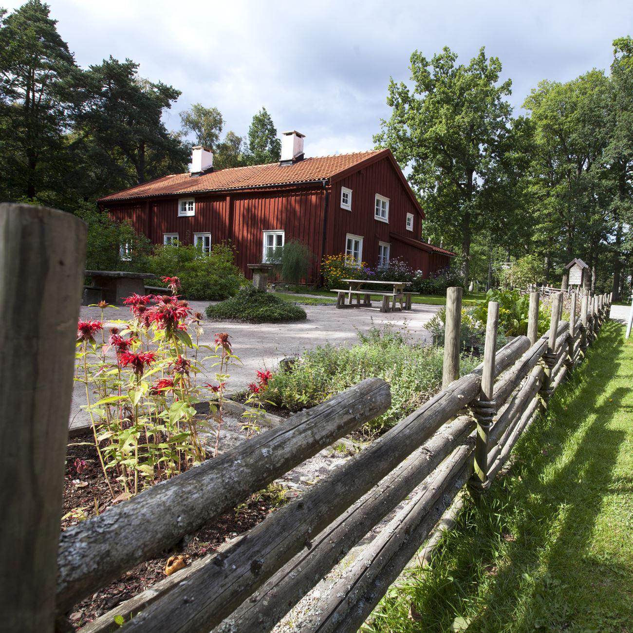 Smålandsbilder.se,  © Värnamo Näringsliv AB , Mistelås gamla prästgård i Apladalen