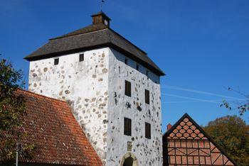 Fred och ofred - en visning utomhus vid Hovdala slott