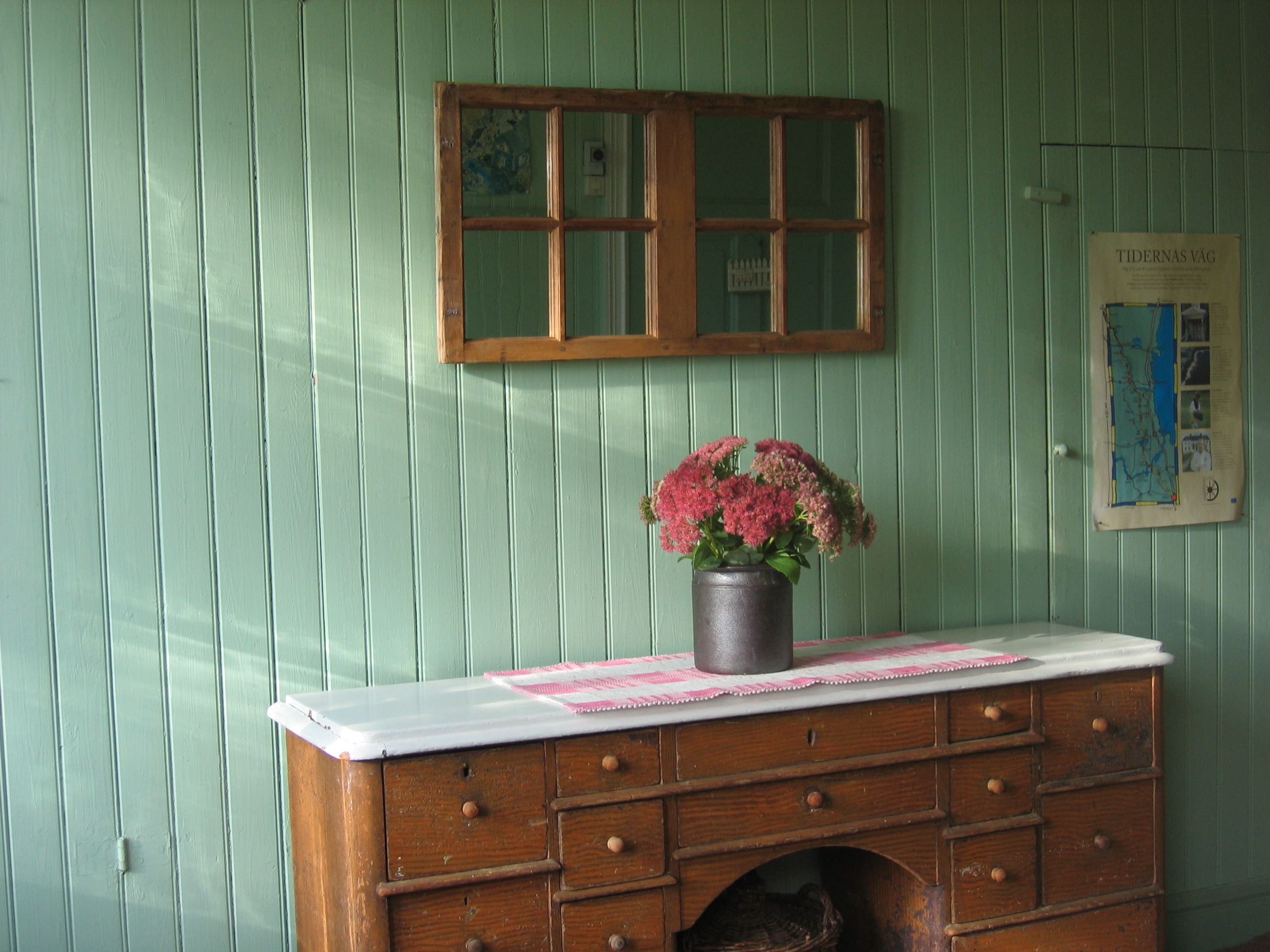 Stay at a Hälsingland farm, located close to the water