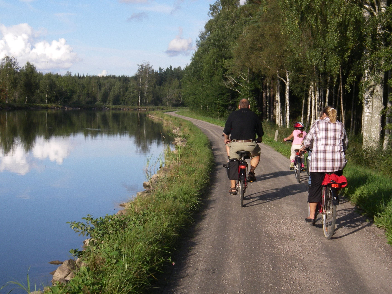 Bicycle along Gota canal 30km, Sjötorp