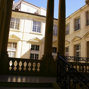 French guided tour: (very) private mansions