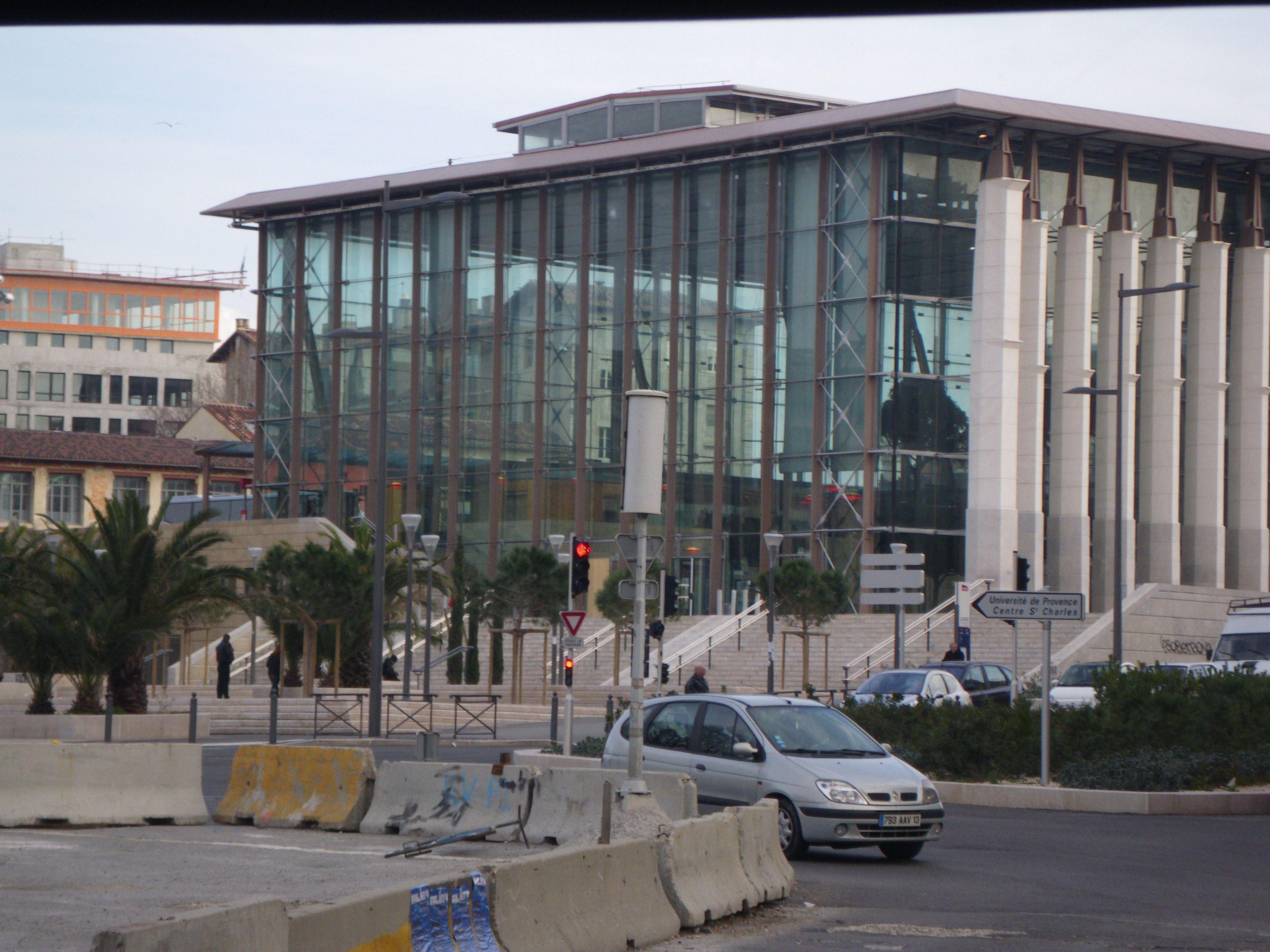 Découverte du quartier Saint-Charles et de l'exposition « Marseille de la Ville à la Métropole.Un demi-siècle d'histoire urbaine »
