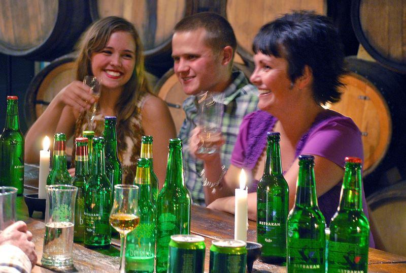 Ciderprovning på Kiviks Musteri