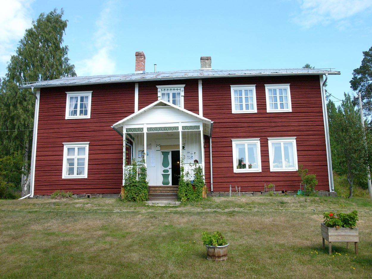 Foto: Marit Åsén,  © Marit Åsén, Vy över det vackra huset Dahlbergsgården