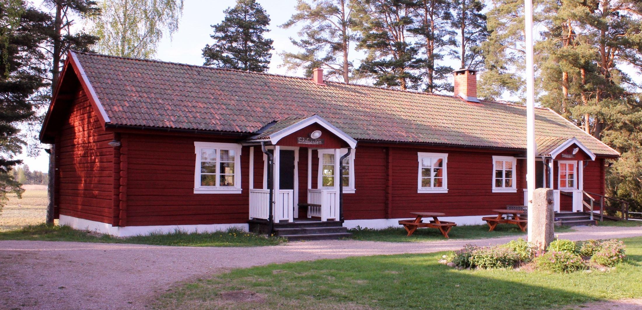 Stavgården är en kopia av en parstuga från byn Stav. Lokalen är en trevlig festlokal som hyrs ut till medlemmar.