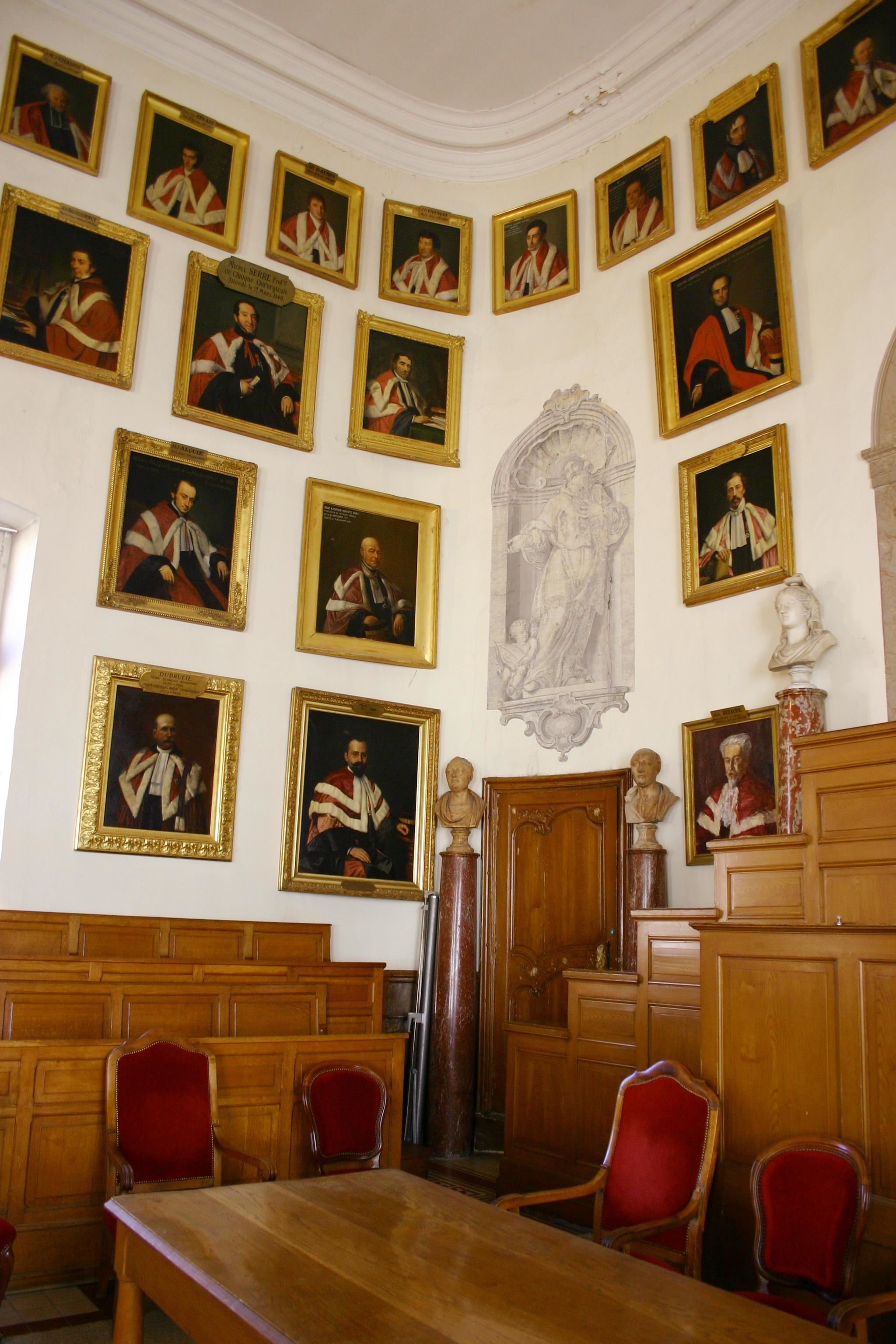 French guided tour - Faculty of Medicine : historical place