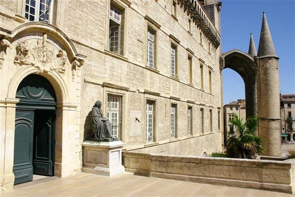 La Facultad de Medicina: edificio histórico (Visita en francés)