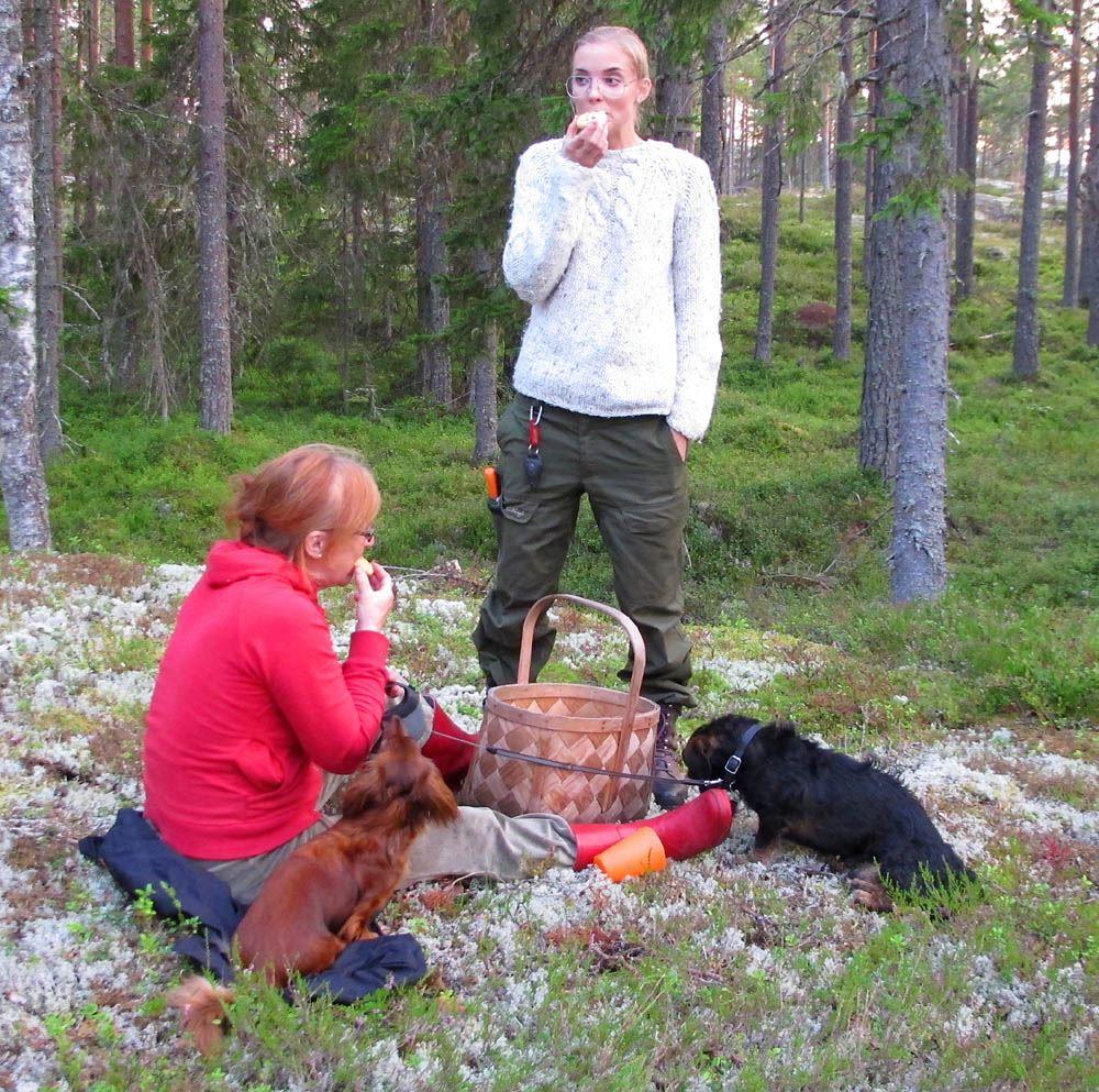 Lena Liljemark,  © Lena Liljemark, Fika paus i mossan
