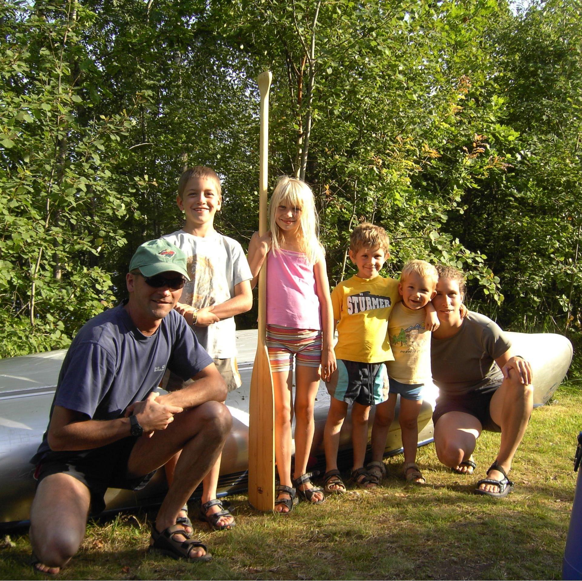 Foto: Adventure of Småland,  © Värnamo Näringsliv AB , Paddla kanot med familjen