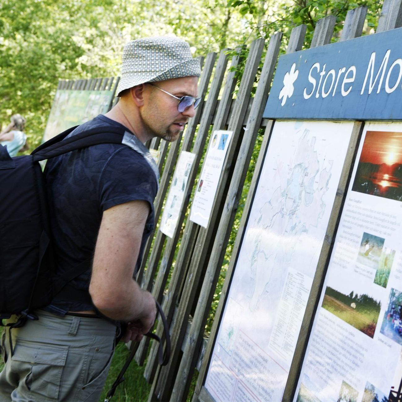 Foto: Smålandsbilder.se,  © Värnamo Näringsliv AB , Informationstavla vid Store Mosse nationalpark