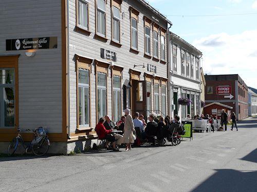 Gilles Cafe & Musikk,  © Helgeland Reiseliv, Gilles Cafe ute