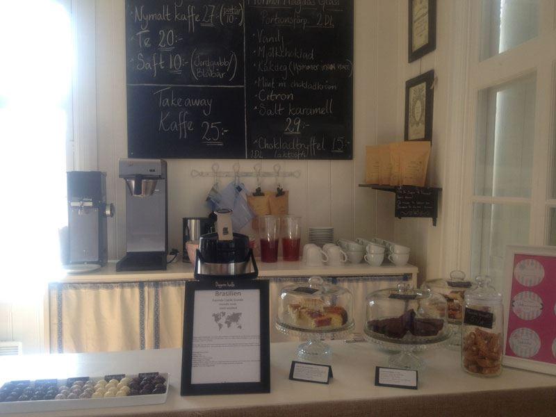 Tina & Översten, Café