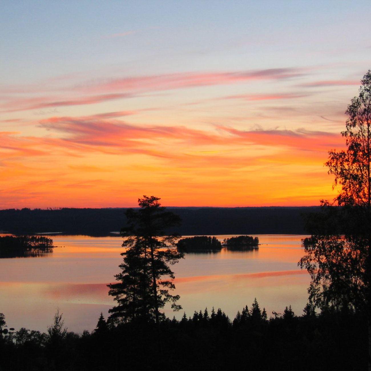 Foto: Adventure of Småland,  © Värnamo Näringsliv AB , Utsikt och solnedgång över Rusken