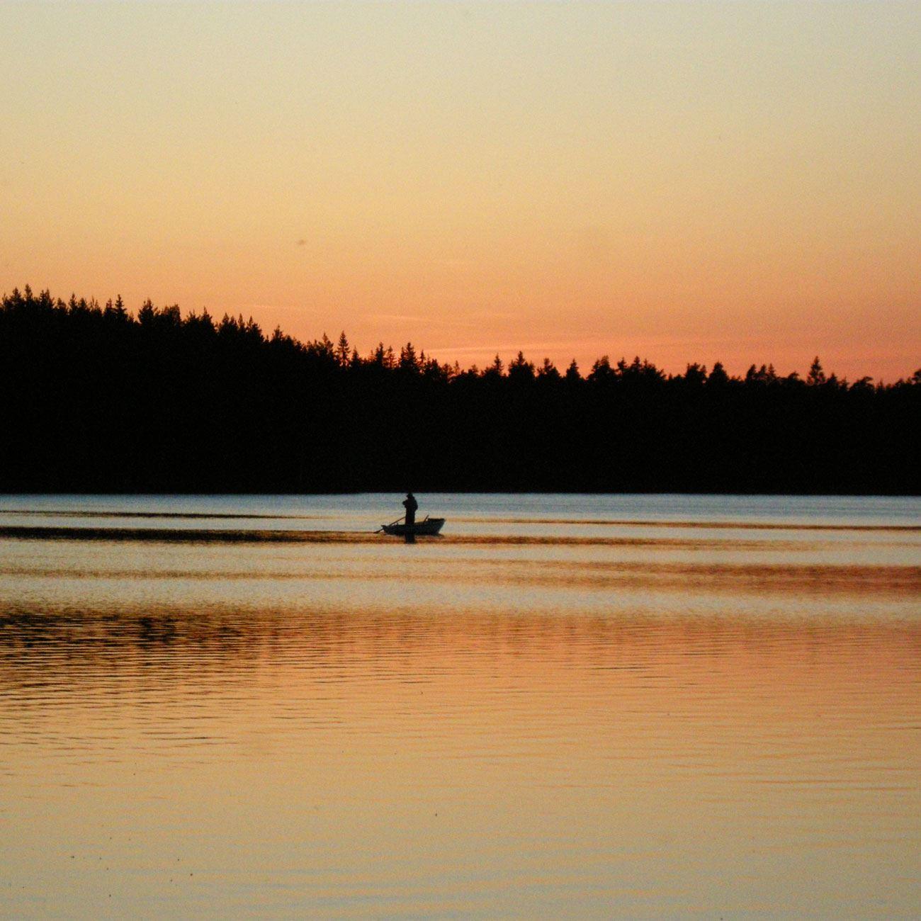 Foto: Adventure of Småland,  © Värnamo Näringsliv AB , Båt på sjön Rusken