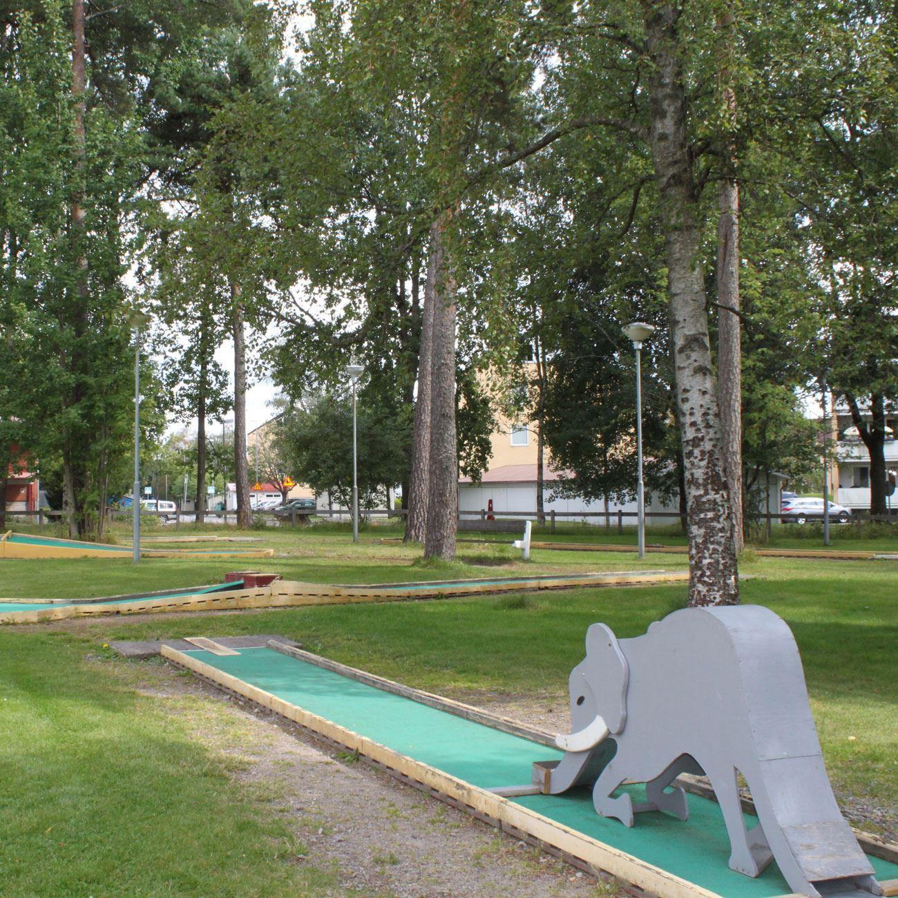 Foto: Värnamo Näringsliv AB,  © Värnamo Näringsliv AB , Minigolf i Folkets Park