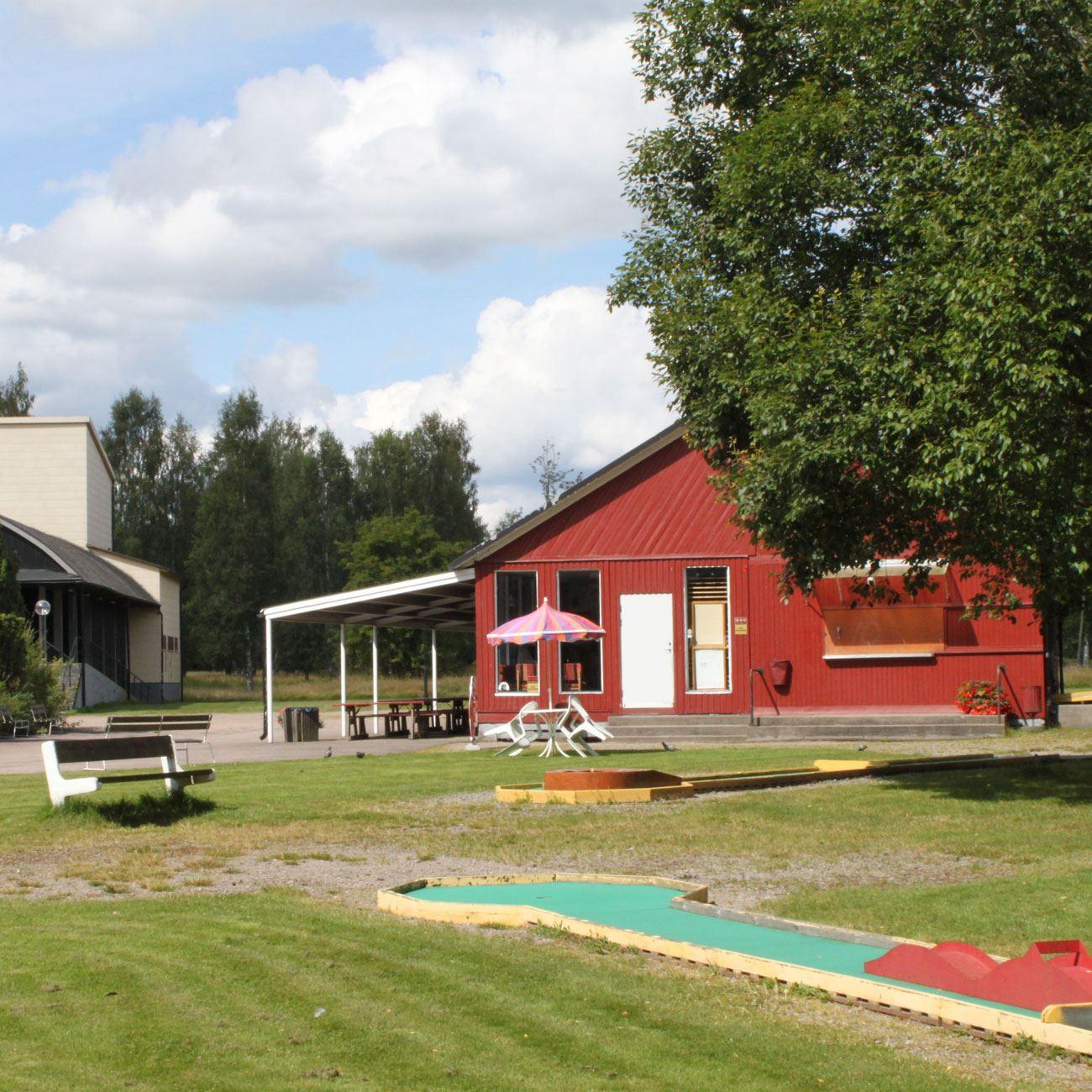 Foto: Värnamo Näringsliv AB,  © Värnamo Näringsliv AB , Folkets park Minigolf und Kinderspielplatz