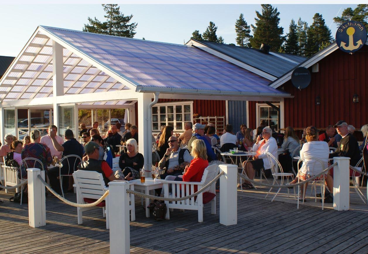 Foto: Jessica Ögren ,  © Kramfors Kommun, Norrfällsvikens marina med Restaurang & Pizzeria Kompassen