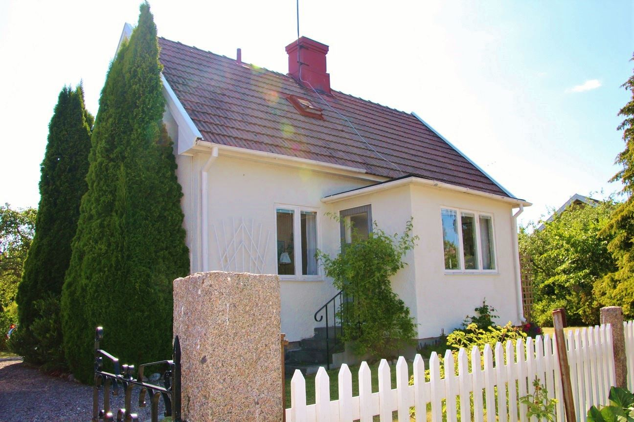 Pleasant, central cottage close to the sea in Bergkvara
