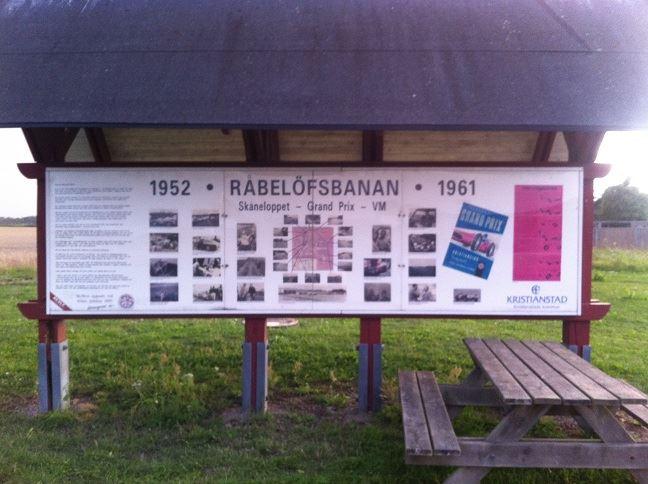 Fotograf: Kristianstads kommun, Minnestavla över Råbelöfstävlingarna