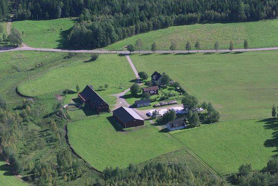 Lena och Roland Johansson, Flygfoto över gården