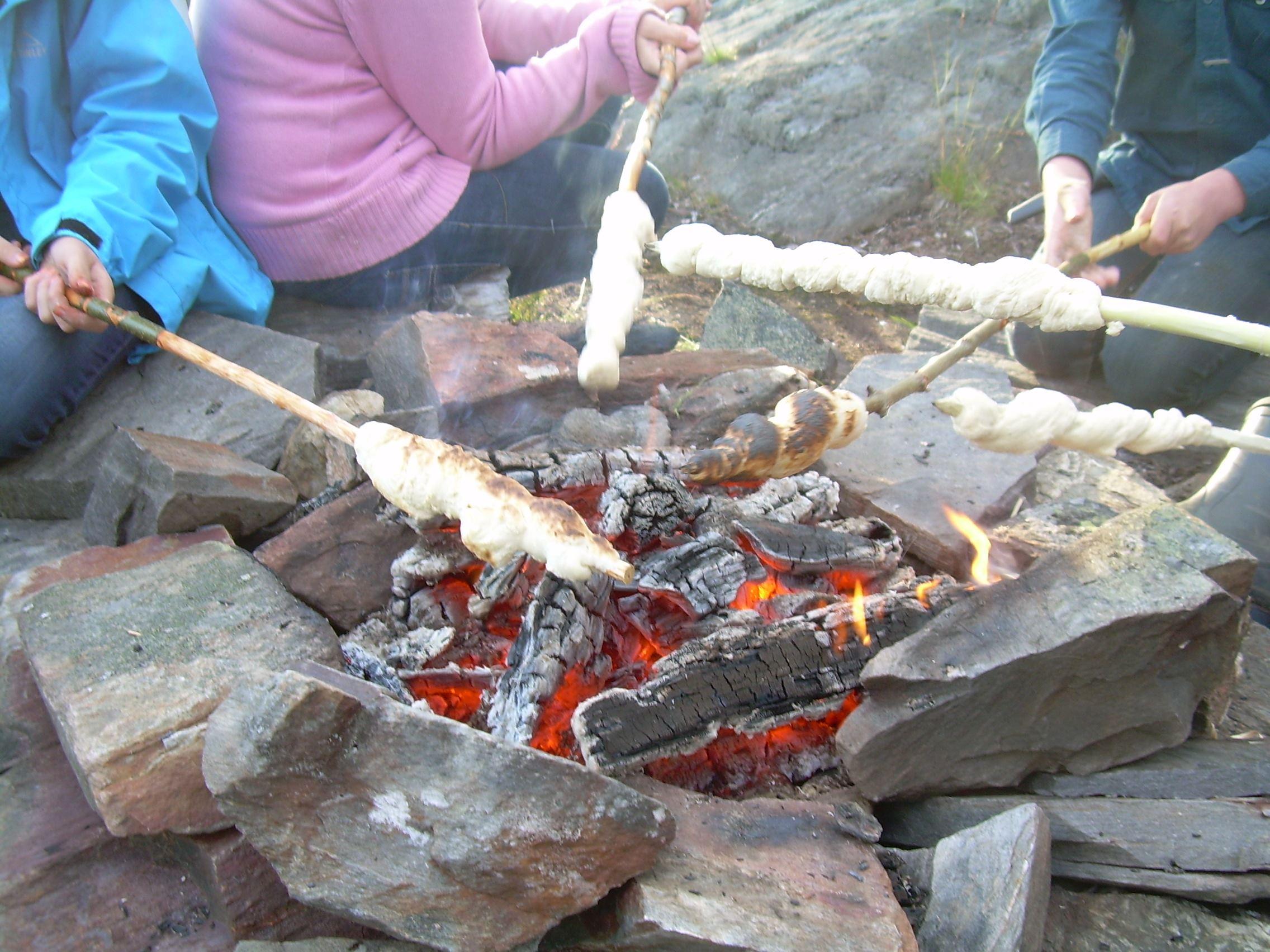 Utviksgården - Pinnbrödsbak på scoutläger