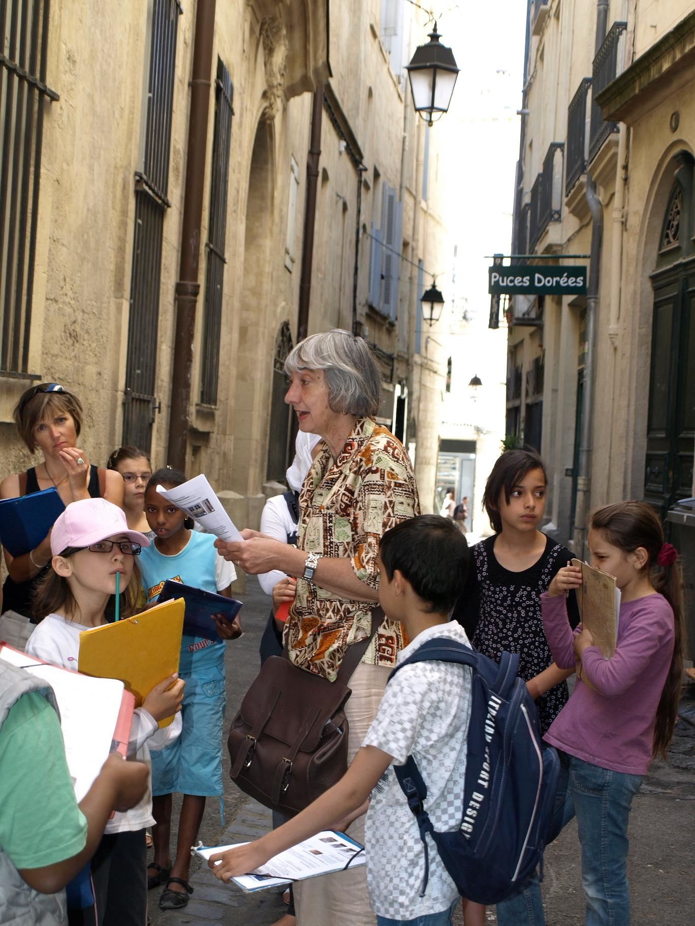 """French guided tour special for family: """"historical center for children"""""""