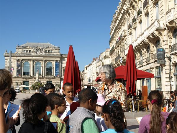 "French guided tour special for family: ""historical center for children"""