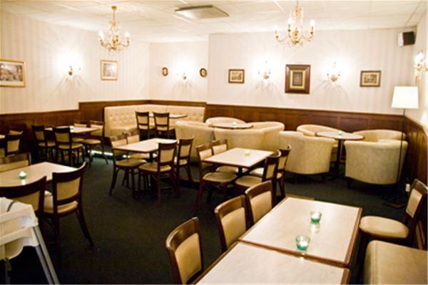 Café Charm -- Storgatan 34