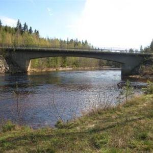 Malin Lagerlöf,  © Bjurholms kommun, Bro över Lögdeälven vid Lillängets vildmarkscamping