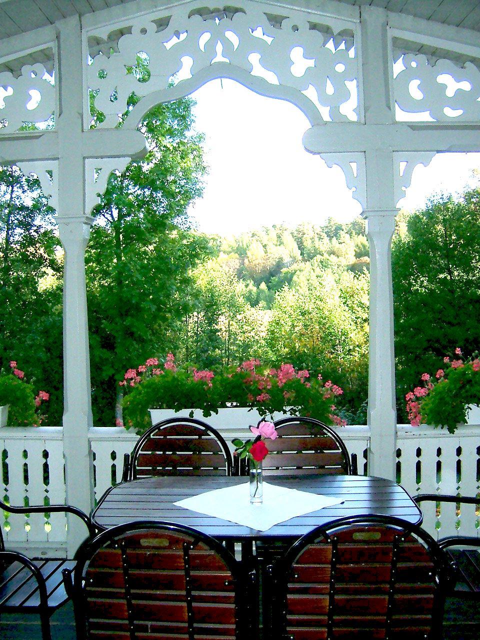 Sommarveranda på Sunnersta Herrgård
