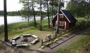 Stiftsgården Tallnäs, Vedeldade bastun med grillplats
