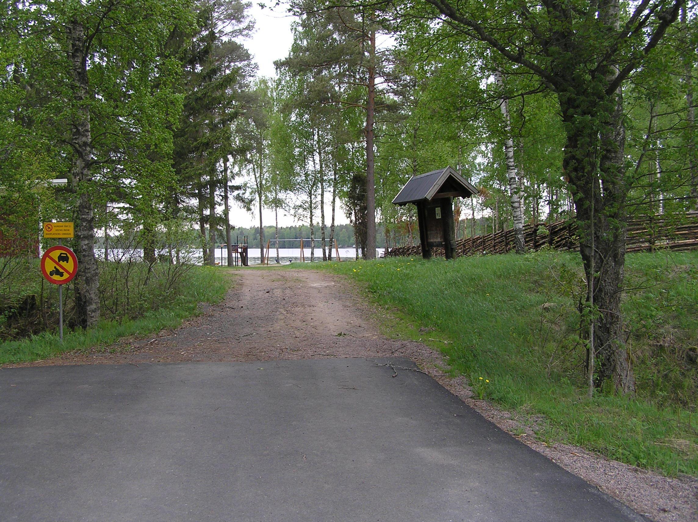 Vaggeryds kommun, Badplatsen från parkeringen