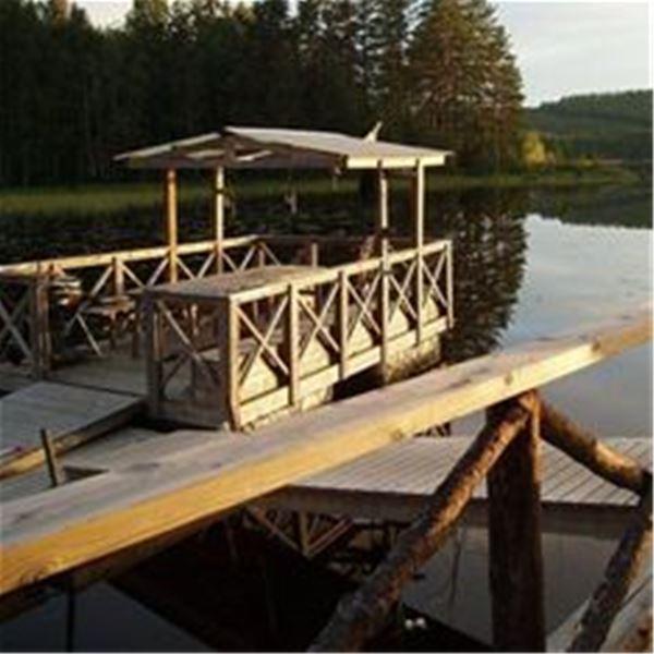 Lena Liljemark,  © Lena Liljemark, Badflotten vid bryggan på udden