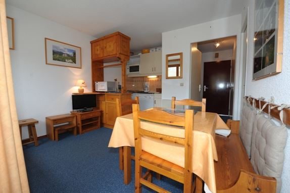 2 Rooms 5 Pers ski-in ski-out / CARLINES II 25 B