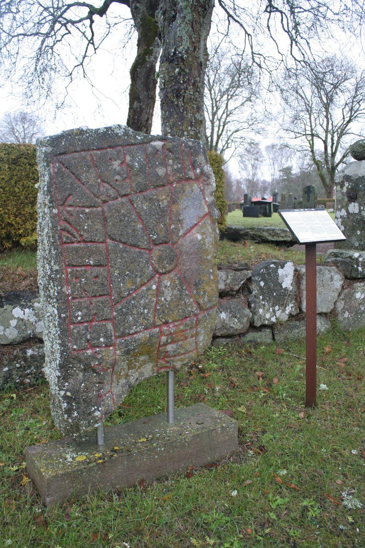 © Ljungby kommun, Vid Berga kyrka - runstenar