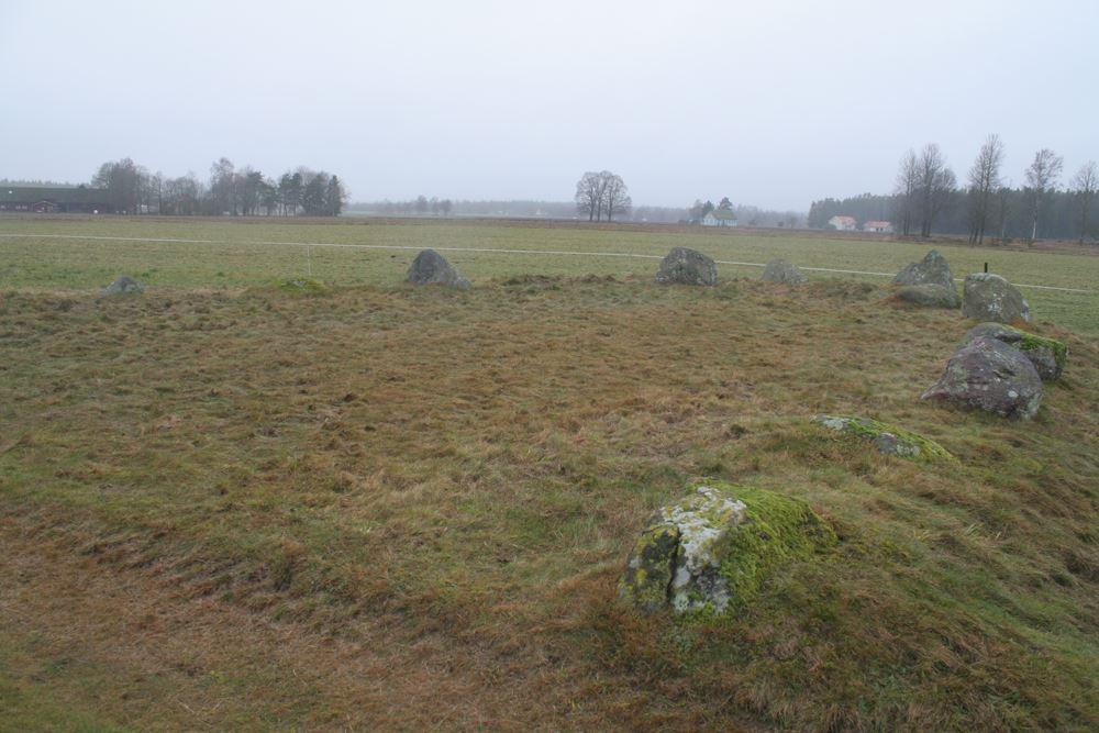 © Ljungby kommun , Össlöv - Skeppsättning och gravfält