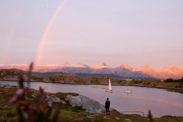 SeilNorge,  © SeilNorge, Seibåt foran De Syv Søstre