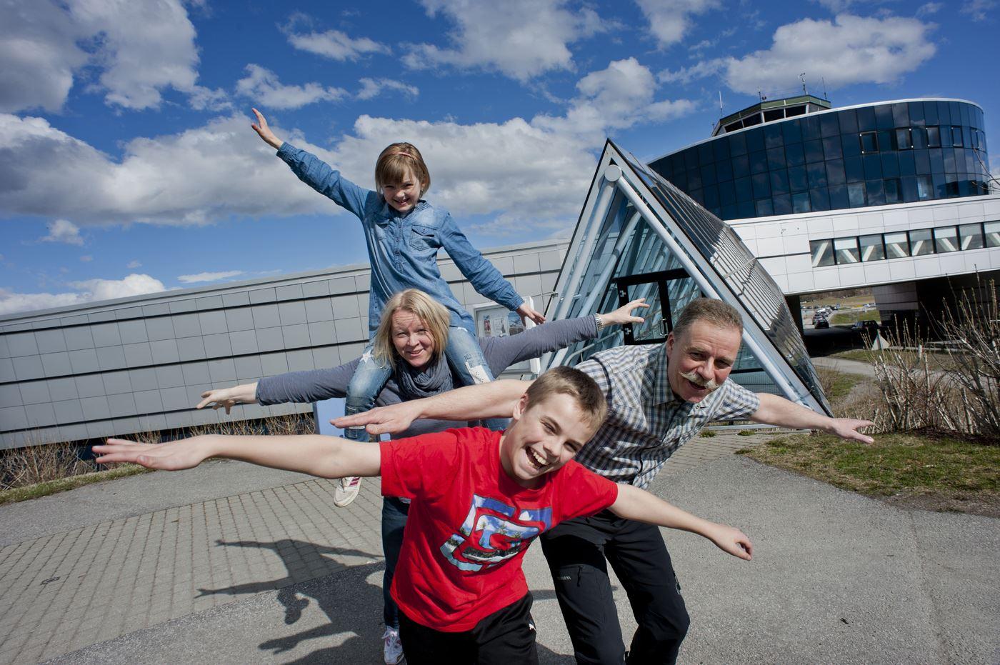 Ernst Furuhatt, Familie på Norsk Luftfartsmuseum