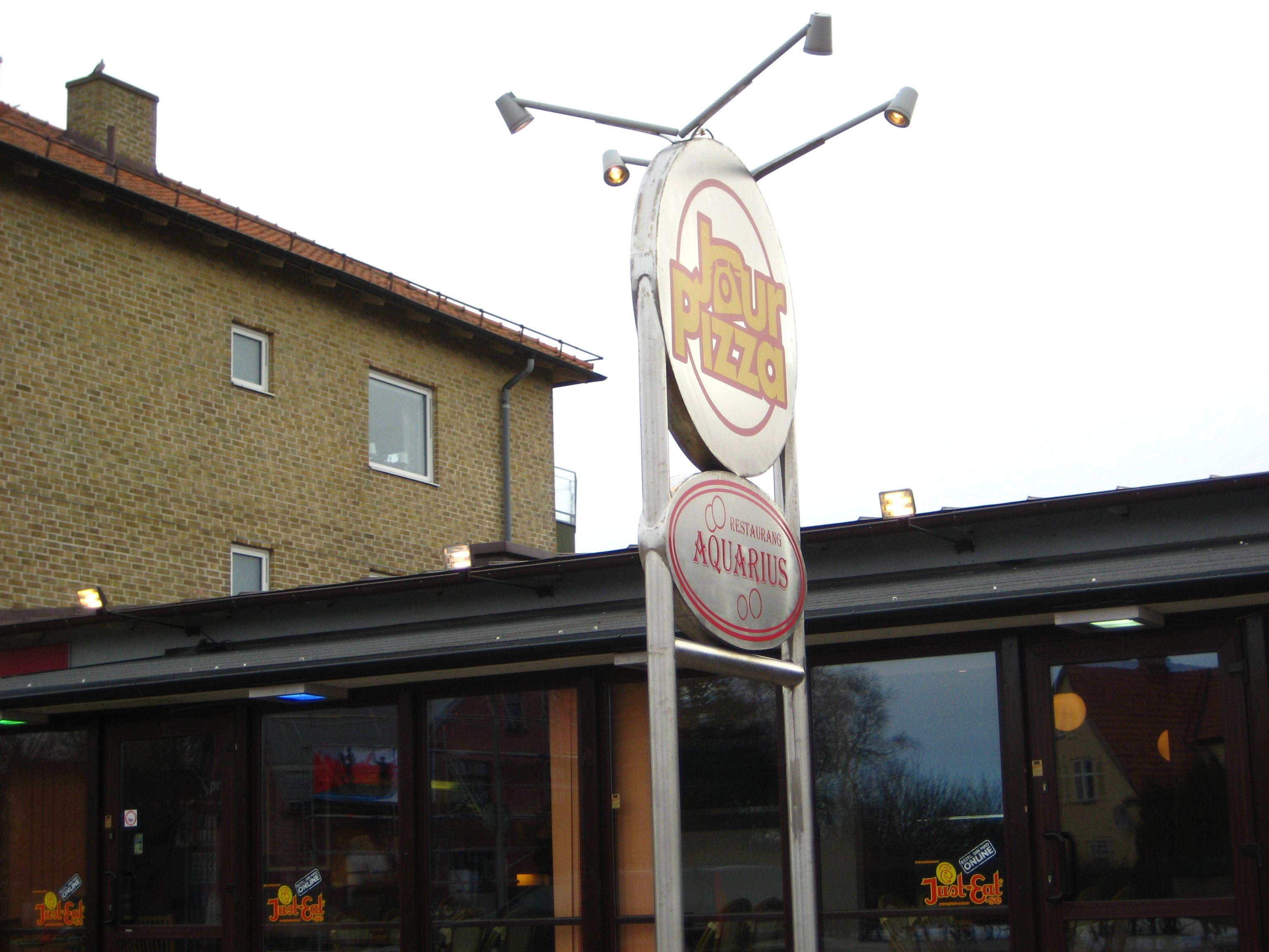 Jenny Rasmussen , Jourpizza och Aquarius Pub