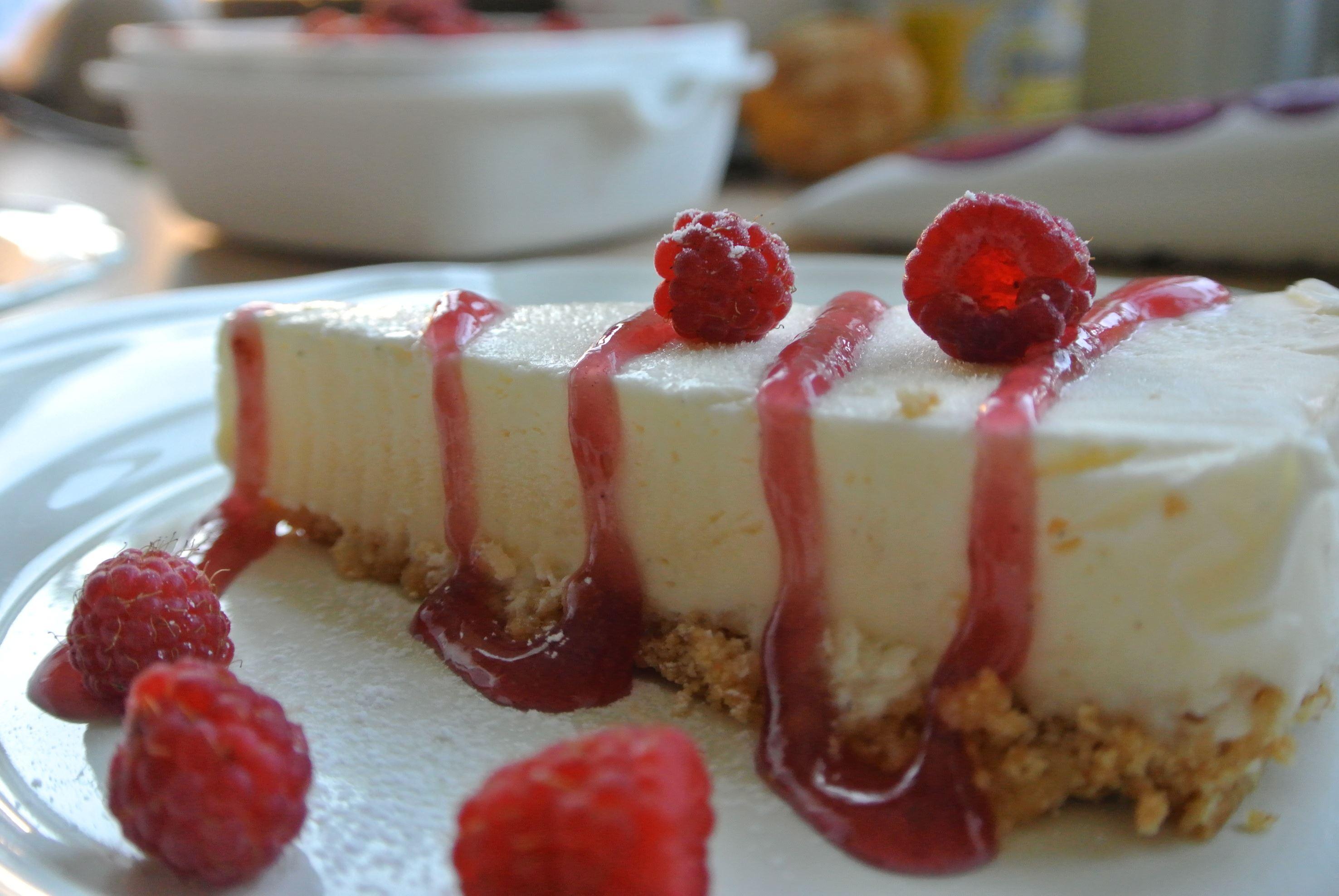 Riquette Verschoor,  © Lanthotell lidhem, Frozen cheesecake med hallon från trädgården