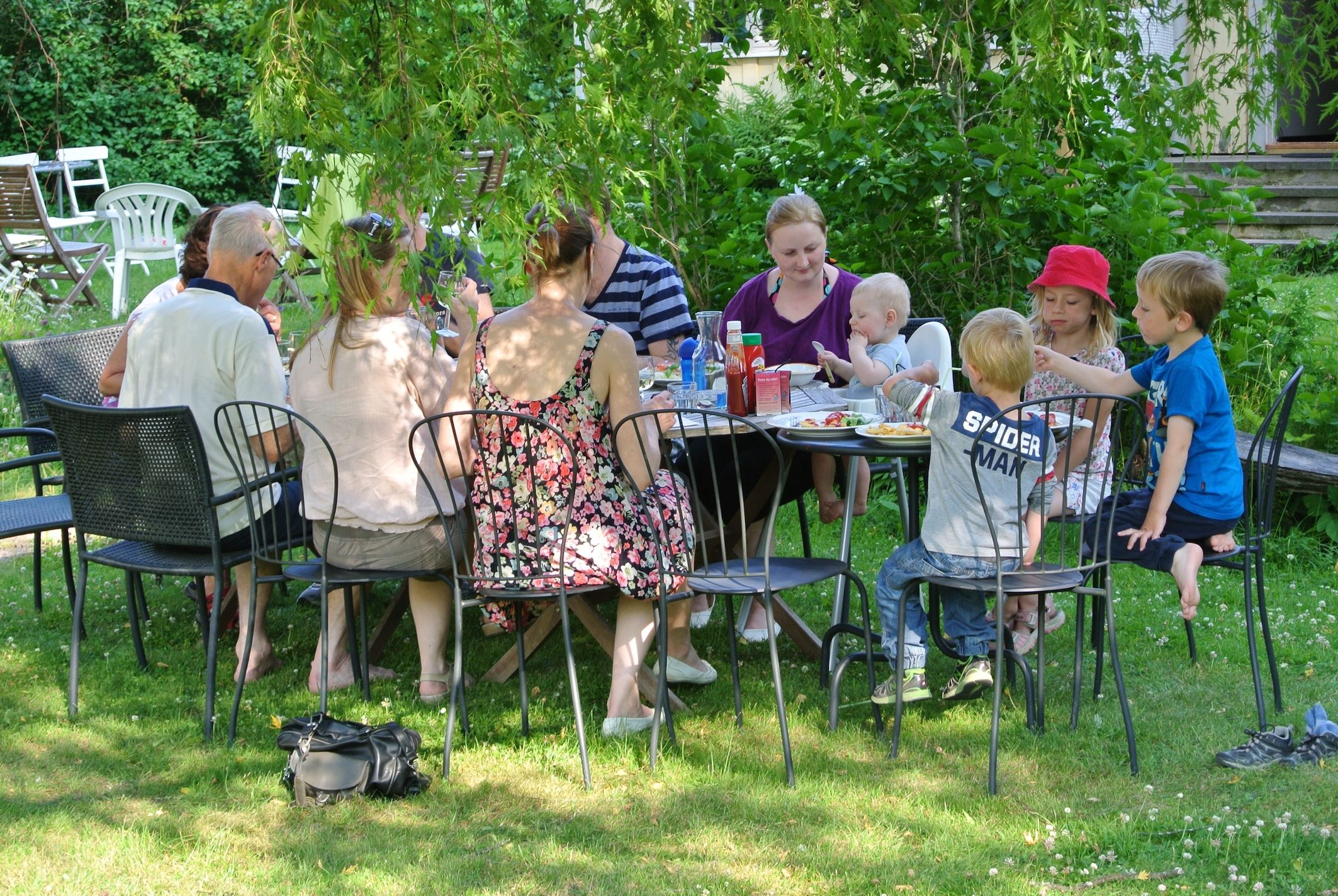 Riquette Verschoor,  © Lanthotell Lidhem, Lunch ute i trädgården