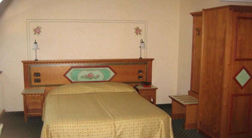 Hotel Ideal Madonna Di Campigilo