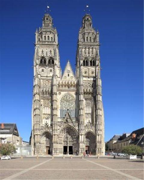 La Cathédrale Saint-Gatien et ses vitraux