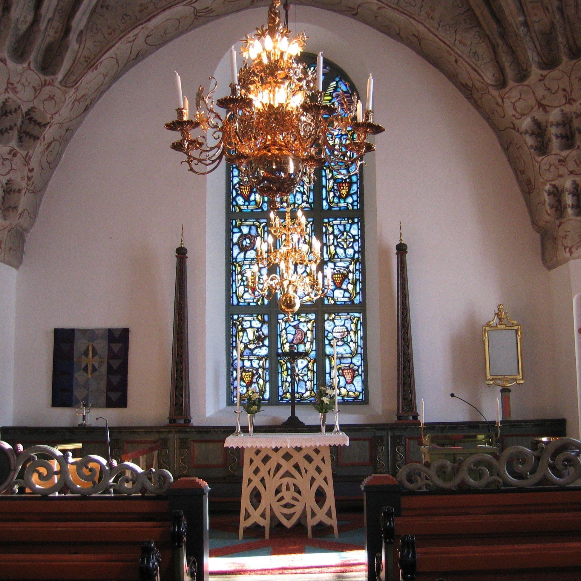 Foto: Grundsunda församling, Interiör av Grundsunda kyrka.