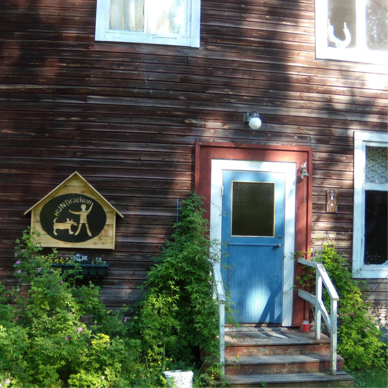 HUNDraelvan Hostel